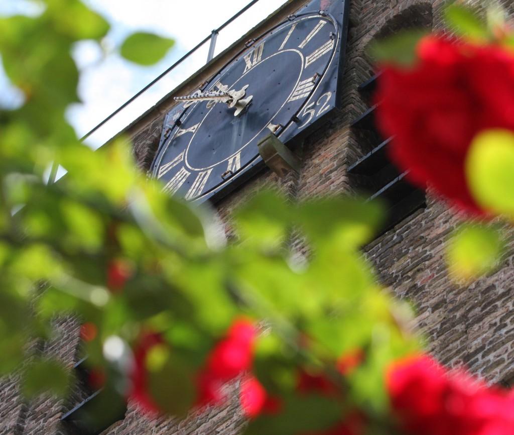 Hervormde Kerk tussen de rozen